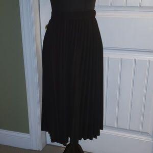 🖤 Black Pleated Midi Skirt